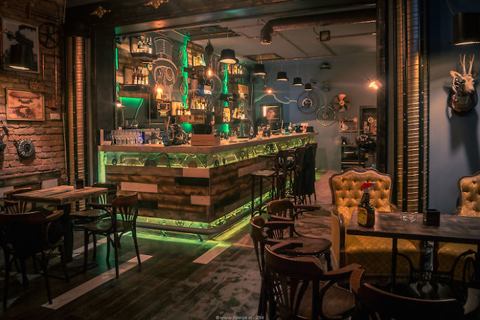 Idee Per Interni Bar : Come rinnovare l arredamento di un bar per un restyling di successo