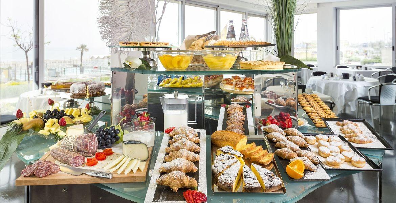 Risultato immagini per colazione buffet
