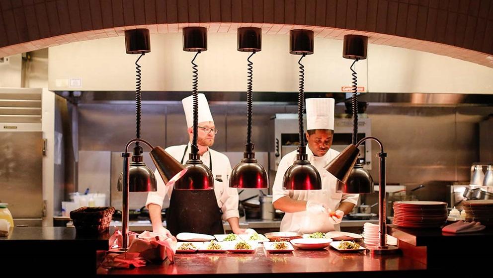 Cucina a vista i vantaggi per hotel e ristoranti - Norme igienico sanitarie per le cucine di ristoranti ...